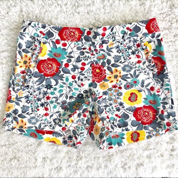 LOFT Pants - ☘️3/$30- Loft White & Floral Shorts Size 00